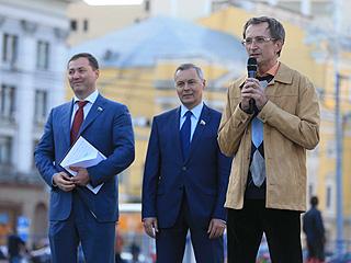 Николай Левичев принял участие в митинге против платных парковок